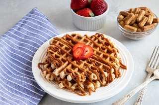 Churro Waffles con Dulce de Leche servido en un plato