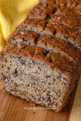 Rebanadas de pan de plátano de una receta de pan de plátano que es fácil de hacer y húmeda