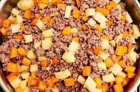 Carne molida papas zanahorias cocinar