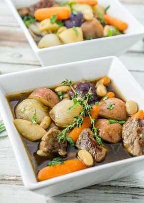 ¡Un toque divertido en el estofado irlandés, este gran estofado irlandés del norte utiliza frijoles y vegetales pequeños para crear una receta de guiso gourmet verdaderamente deliciosa, deliciosa!