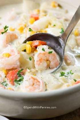 Una gran cucharada de sopa de mariscos, ¡una deliciosa comida de una noche!