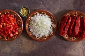 Ingredientes Preparados Huevos Revueltos Y Chorizo