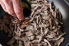 Sazonar Carne Desmenuzada En Sartén