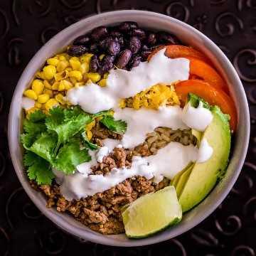 Imagen del taco de arroz integral con crema de lima.
