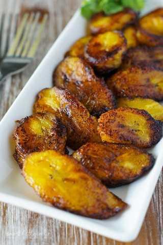 Rodajas de plátano dulce frito (Platanos Maduros Fritos) ~ Rodajas de plátano dulce riquísimas fritas a la perfección. Simple y fácil, este es el mejor aperitivo o guarnición para cualquier comida.