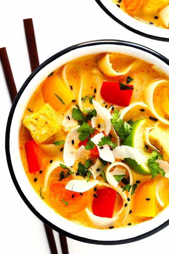 Sopa tailandesa de curry rojo