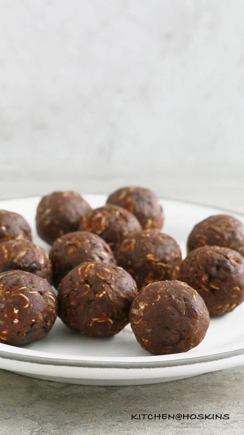 No hornear bolas de avena de chocolate con aguacate