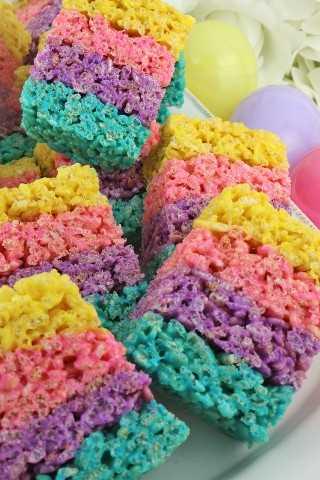 Las celebraciones Rice Krispie Treats son un colorido postre de Rice Krispie que es muy fácil de preparar y definitivamente sorprenderá a su familia o a los invitados de su fiesta de Pascua.