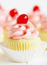 Cherry Limeade Cupcake! Delicada magdalena de lima con glaseado de cerezas al marrasquino dulce!