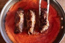 Cocinar Rollitos De Carne En Salsa De Tomate