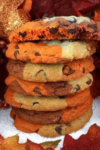 Nuestras galletas de chispas de chocolate de Harvest Marble son una galleta clásica vestida para el otoño y el Día de Acción de Gracias.
