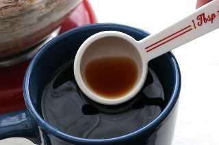 Café para el mejor glaseado de crema de chocolate oscuro