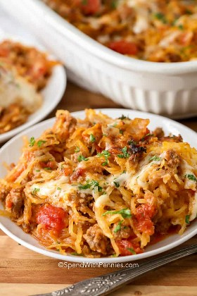 Nuestra receta favorita de cazuela de espagueti en un plato listo para comer
