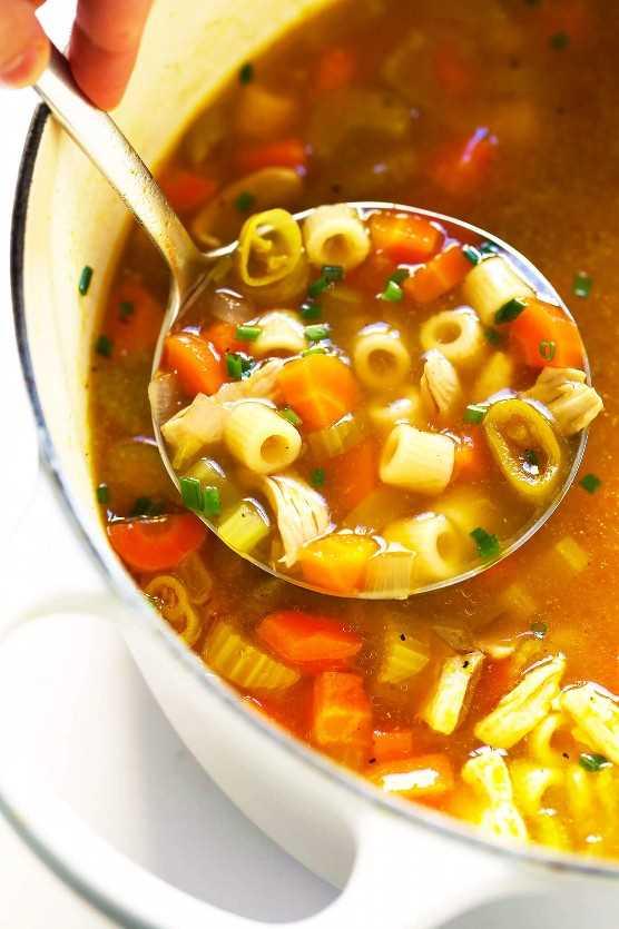Sopa de frango e macarrão de Pepperoncini com receita de pimentão
