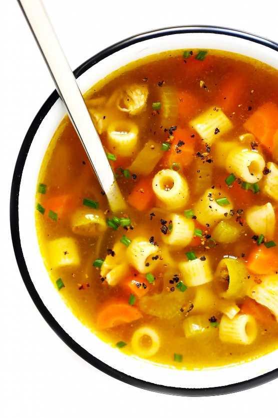 Sopa de macarrão picante de frango com pimentão Pepperoncini