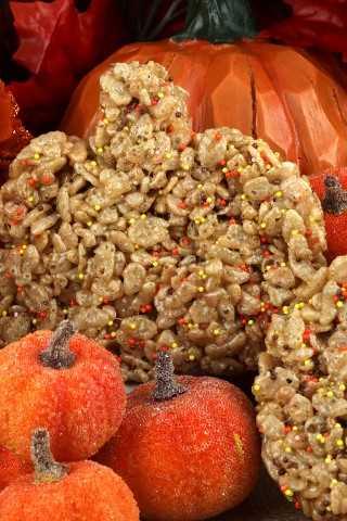 Un postre clásico de otoño instantáneo con mantequilla marrón y especias de calabaza, nuestros dulces de calabaza con arroz y especias son un delicioso y fácil de hacer para el Día de Acción de Gracias.