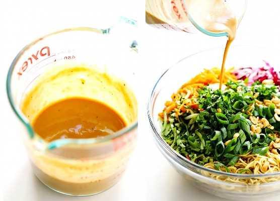 Ingredientes fríos de los tallarines del cacahuete del sésamo - Tallarines de huevo, verduras y salsa del cacahuete