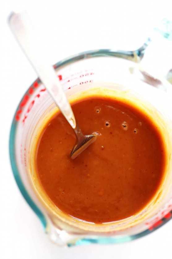 La MEJOR receta de salsa de maní, servida con Mango Aguacate Rollitos De Primavera