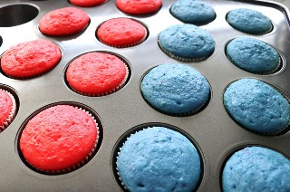 Red Cupcakes blanco y azul fuera del horno