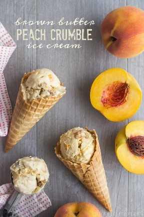 Crumble de Manteiga de Pêssego com Manteiga Marrom - O sorvete tem manteiga e pêssegos marrons e existe o mais delicioso streusel de canela!