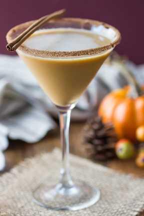 Pumpkin Spice Latte Martini- ¡Me ENCANTÓ esta bebida! Tanto delicioso sabor de otoño, como un Starbucks PSL pero BOOZY!