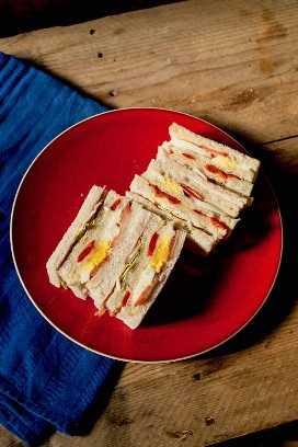 sandwich tradicional de miga