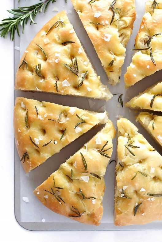 En serio, la MEJOR receta de pan de focaccia que he probado! Y es increíblemente fácil de hacer. | gimmesomeoven.com