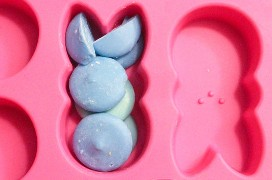Melt the Candy Melts en el molde de Wilton Peep