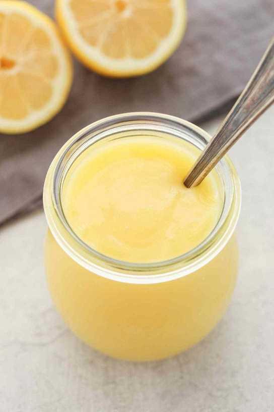 Una receta fácil para la cuajada de limón hecha en el microondas. Esta cuajada de limón para microondas es fácil de hacer, deliciosa, ¡y hay muchas formas de usarla!