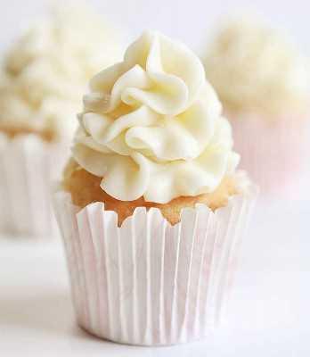 Cupcake de vainilla con glaseado de queso crema