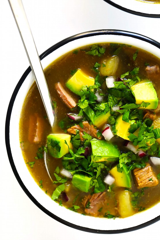Sopa De Salsa Verde Con Aguacate Y Cilantro