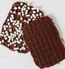 La corteza de chocolate de año nuevo con patrones asombrosos en la espalda! ¡Tan fácil de hacer!