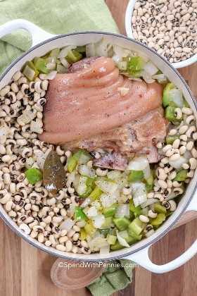 Ham Hock y Black Eyed Peas listos para cocinar de la mejor receta Black Eyed Peas