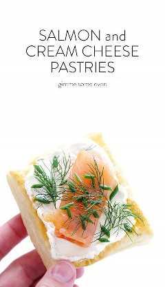 Estas pastas de salmón ahumado y queso crema son súper fáciles de hacer con hojaldre, ¡y siempre complacen a la multitud! | gimmesomeoven.com