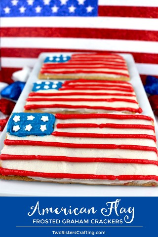 American Flag Frosted Graham Crackers: reúna a los niños, nuestro delicioso glaseado de crema de mantequilla y una caja de galletas Graham y haga este divertido y patriótico refrigerio que es perfecto para una fiesta del 4 de julio o una barbacoa del Día de los Caídos. Un postre del 4 de julio nunca fue tan fácil de hacer ni de comer. Pin este adorable tratamiento del 4 de julio para más tarde y síganos para obtener más ideas geniales sobre el 4 de julio. # 4thofJuly #fourthofjuly # 4thofJulyTreat # 4thofJulyFlag #americanflag