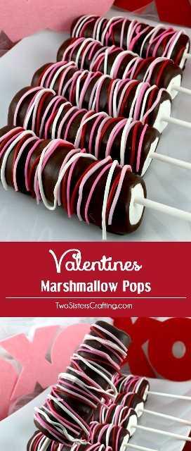 Valentines Marshmallow Pops - un colorido y delicioso postre de San Valentín para su familia. Tan fácil de hacer y no vas a creer lo deliciosas que son estas varitas de malvavisco cubiertas con chocolate. Serían un gran regalo de San Valentín para sus seres queridos. Coloca este delicioso caramelo de San Valentín para más tarde y síguenos para obtener más ideas geniales sobre comidas para el día de San Valentín.