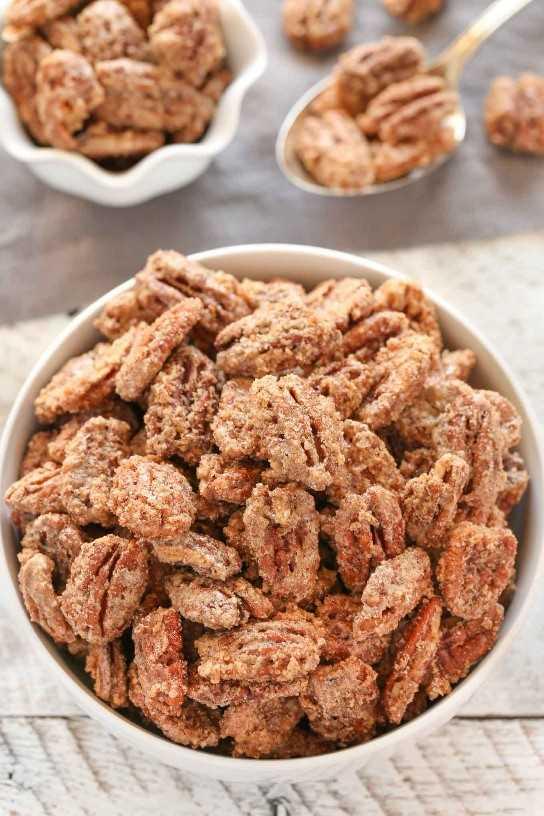 ¡Estas nueces confitadas están hechas con unos pocos ingredientes simples y son perfectas para un dulce regalo o regalo para amigos y familiares!