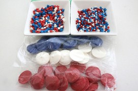 Doces polvilhados e derretidos para bananas vermelhas, brancas e azuis congeladas