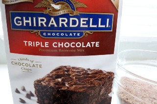Ghirardelli Brownie Mix para Brownie Gingerbread Cupcakes