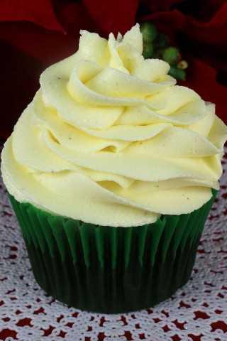 Dulce, cremoso, mantecoso con la cantidad justa de saborizante de menta. ¡Este es el mejor glaseado de crema de menta y menta que es como un caramelo de menta y mantequilla!