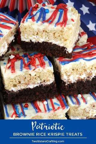 Patriotic Brownie Rice Krispie Treats: ideal para una fiesta del 4 de julio o una barbacoa en Memorial Day, estas hermosas y deliciosas barras de postres tienen Brownies y Rice Krispie Treats. Tu familia te pedirá que hagas estos postres patrióticos el 4 de julio una y otra vez. Pinque estos fantásticos premios del 4 de julio para más adelante y síganos para obtener más ideas divertidas del 4 de julio sobre comidas. # 4thofJuly #fourthofjuly # 4thofJulyTreats #RiceKrispieTreats #RedWhiteandBlue #TwoSistersCrafting