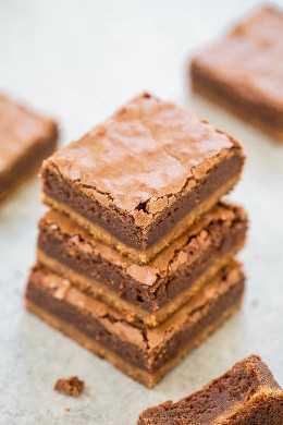 Brookies de mantequilla de maní - ¡Una base suave y masticable de COOKIE de mantequilla de maní con BROWNES fudgy en la parte superior! ¡Para los amantes de la mantequilla de maní y el chocolate, esta receta EASY sin mezclador es la mejor de ambos mundos!