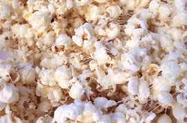 Palomitas de maíz cubiertas en mezcla de malvavisco