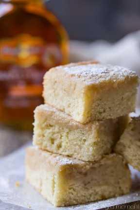 Pastel de mantequilla Gooey de arce: ¡no se requiere mezcla de pastel! Esto sabía como una versión de pastel de panqueques con mantequilla y jarabe. pastel de postres de comida