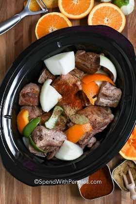Carnitas de cocción lenta listas para ser cocinadas.