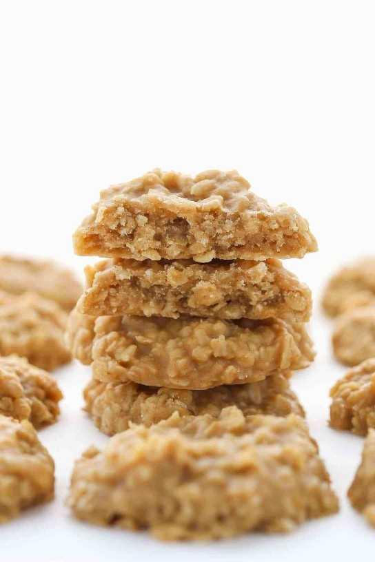 Estas galletas sin hornear de mantequilla de maní están llenas de sabor a mantequilla de maní, solo requieren unos pocos ingredientes simples, ¡y son increíblemente fáciles de hacer!