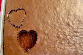 Cortar mini picaduras de pastel en forma de corazón