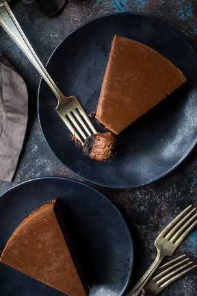 Polvo de cacao y pastel de queso con chocolate