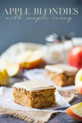 Rubias suaves de tarta de manzana con un poco de canela y un glaseado de arce dulce en la parte superior. Muy bonito para el otoño! postres de comida de manzana