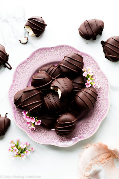 Huevos de Pascua cubiertos de chocolate.